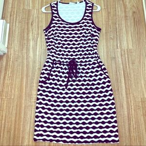 Sleeveless fitted multi-color dress.